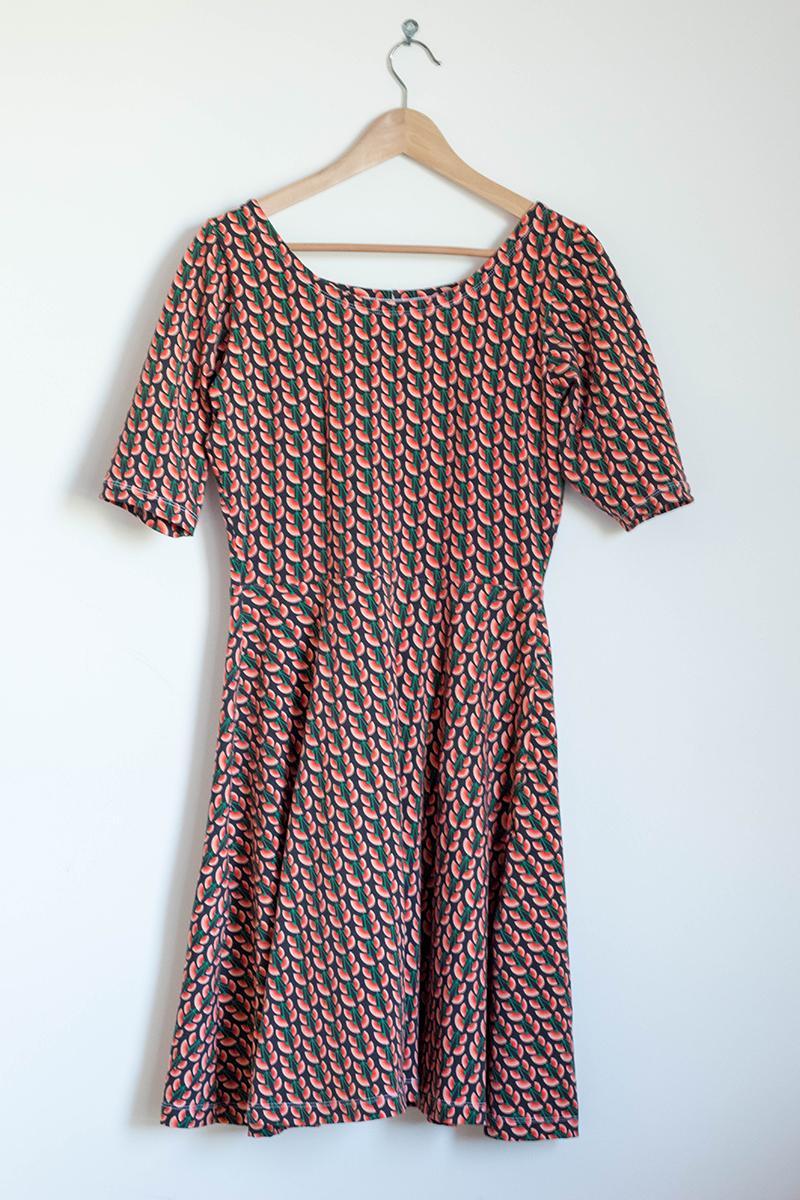 Couture responsable : Robe Moneta de Colette Patterns en tissu bio, encolure et jupe modifiées - Avril sur un fil