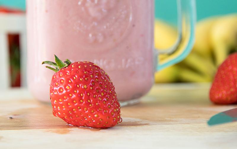 Des fraises et 1/2 banane pour un smothie savoureux !
