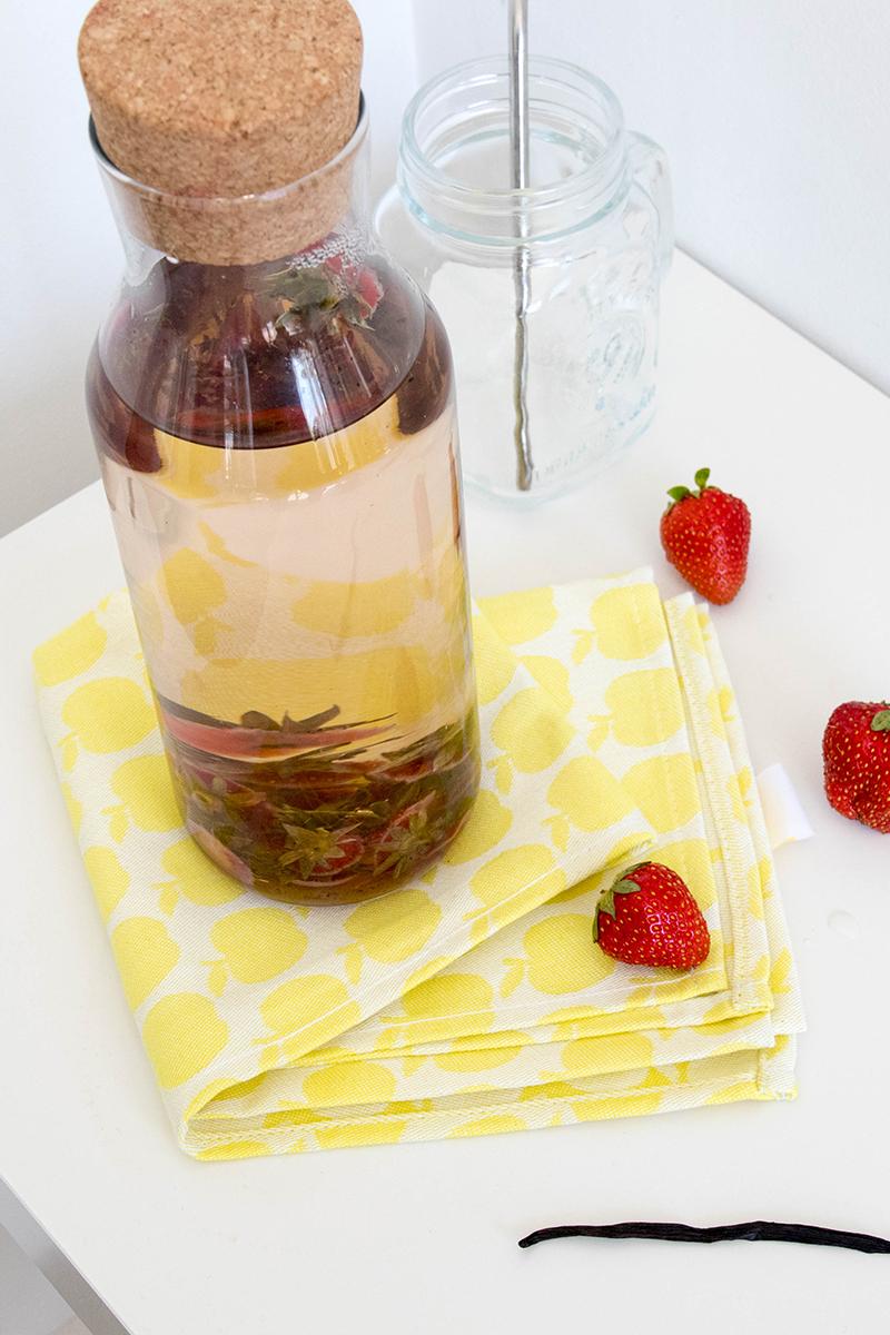 Eau infusée vanille - fraises / Avril sur un fil
