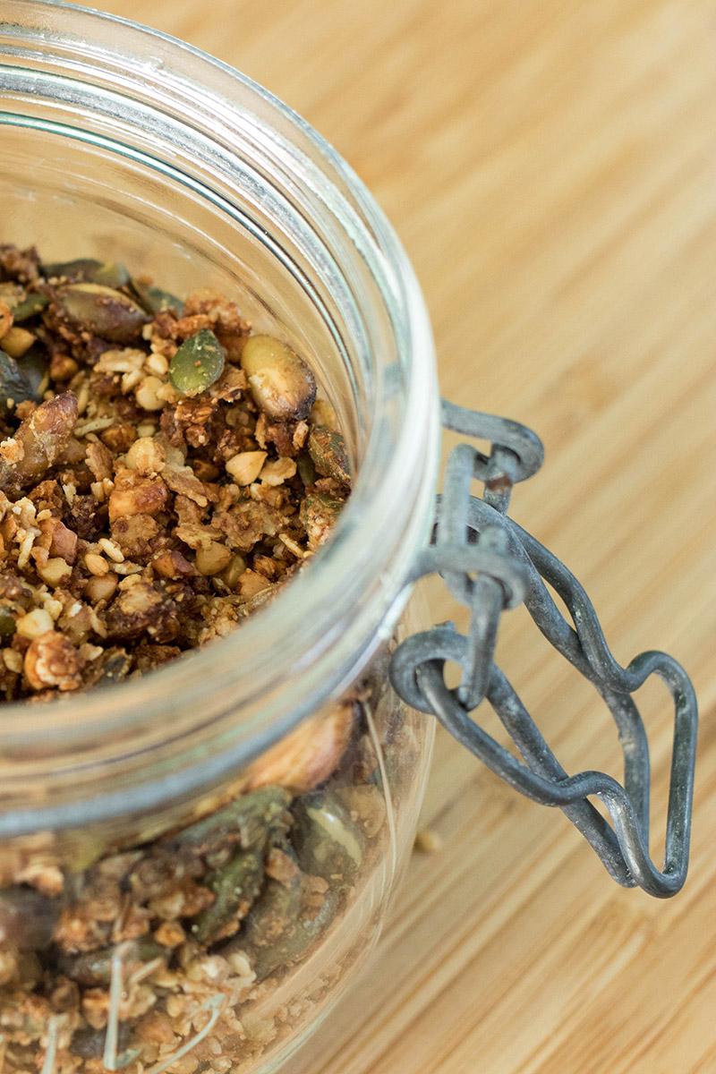 Recette de granola salé, vegan et sans gluten.