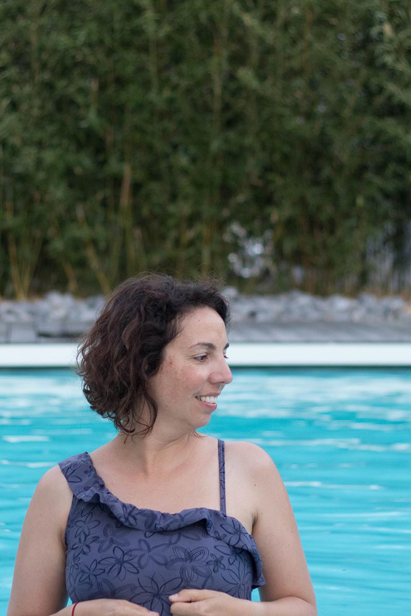 Revue de patron du maillot de bain Calypso asymétrique - Avril sur un fil
