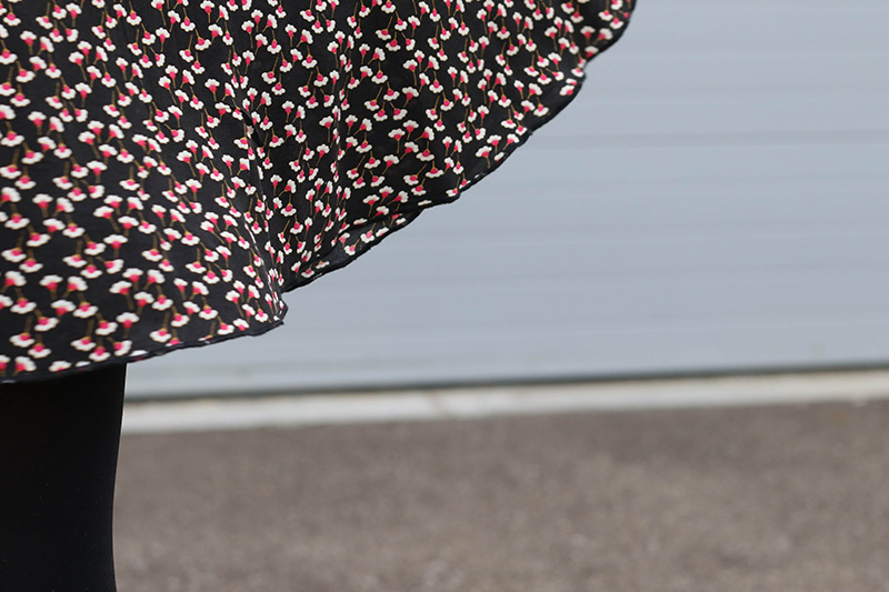Le tissu de ma robe réglisse - Avril sur un fil