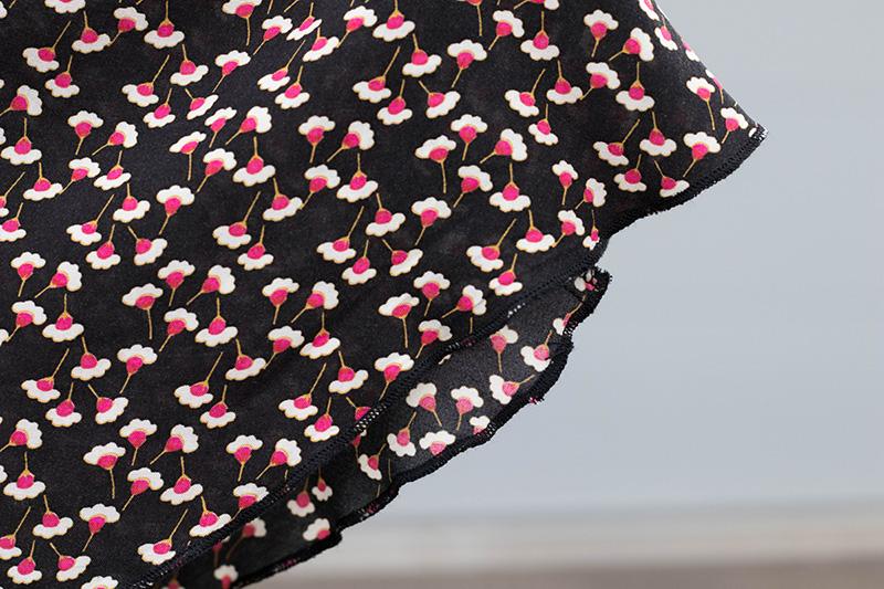 Détail de l'ourlet roulotté de ma robe réglisse - Avril sur un fil