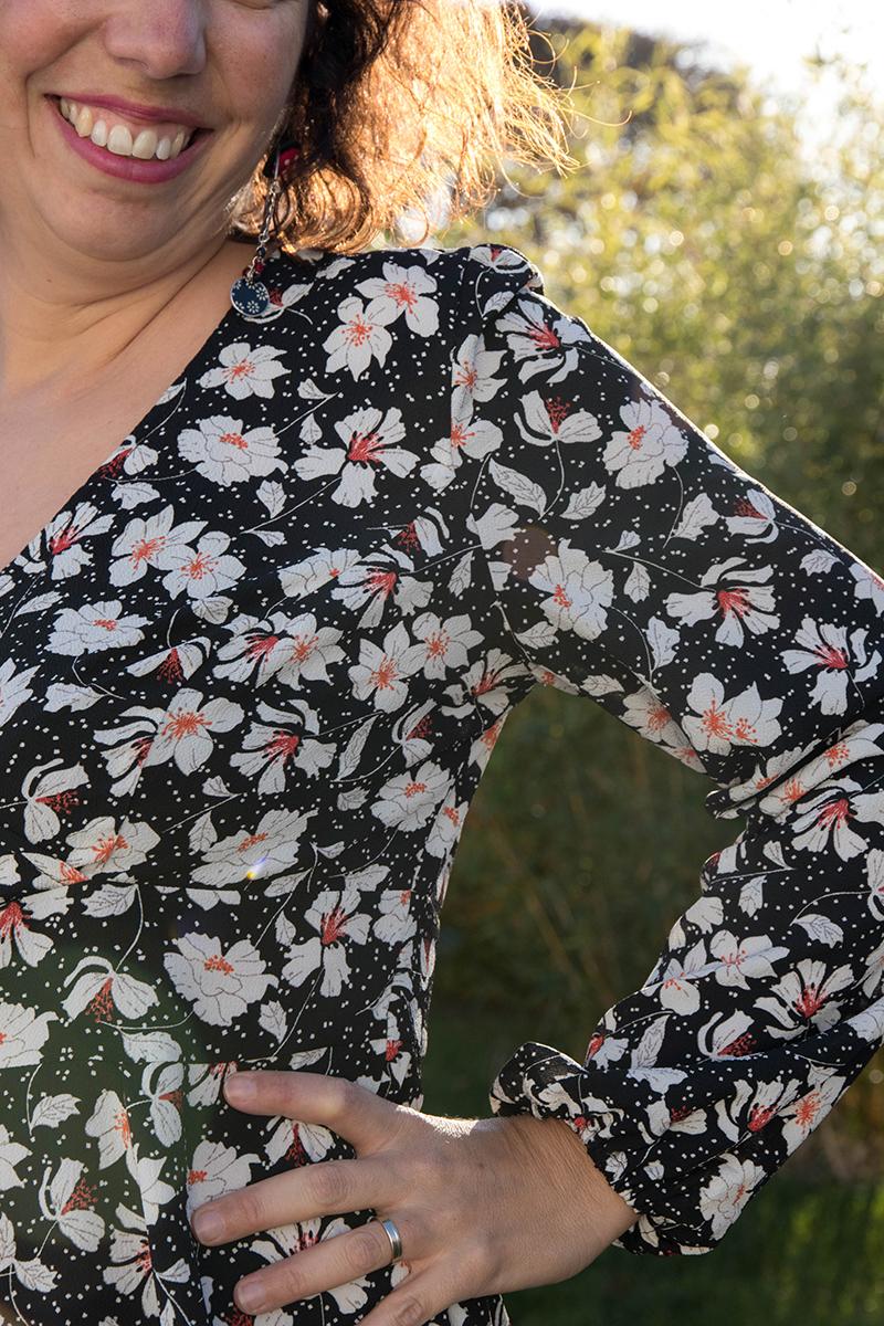 Détail sur les manches longues de la robe Magnolia de Deer and Doe - Avril sur un fil