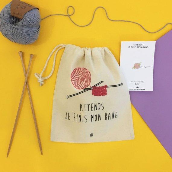 Idées cadeaux pour un noël plus éthique : pins et pochette On The other fish