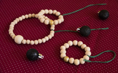 DIY : des suspensions de Noël scandinaves en perles de bois