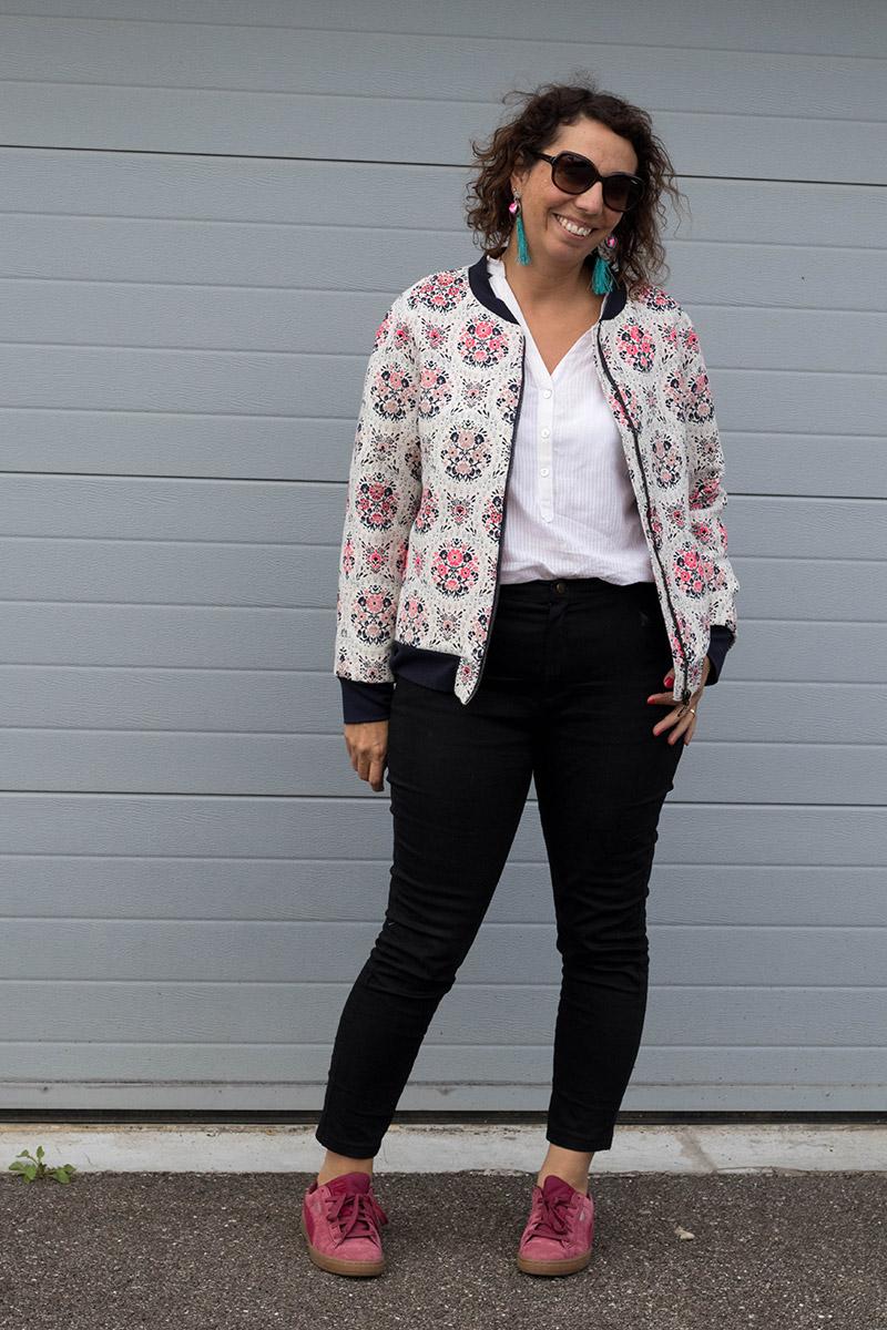 Look de printemps : jean safran, blouse miss Paulette et Bomber - Avril sur un fil