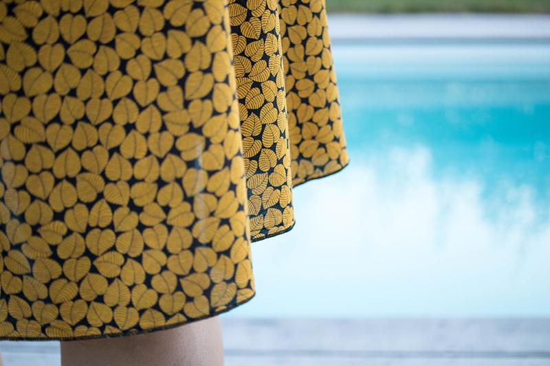 Couture : détail de l'ourlet roulotté - Avril sur un fil