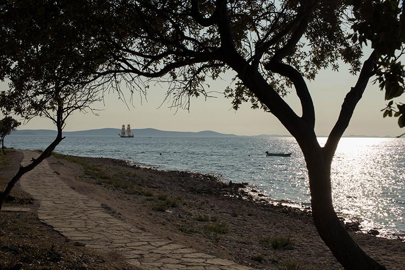 Coucher de soleil sur la plage - Avril sur un fil