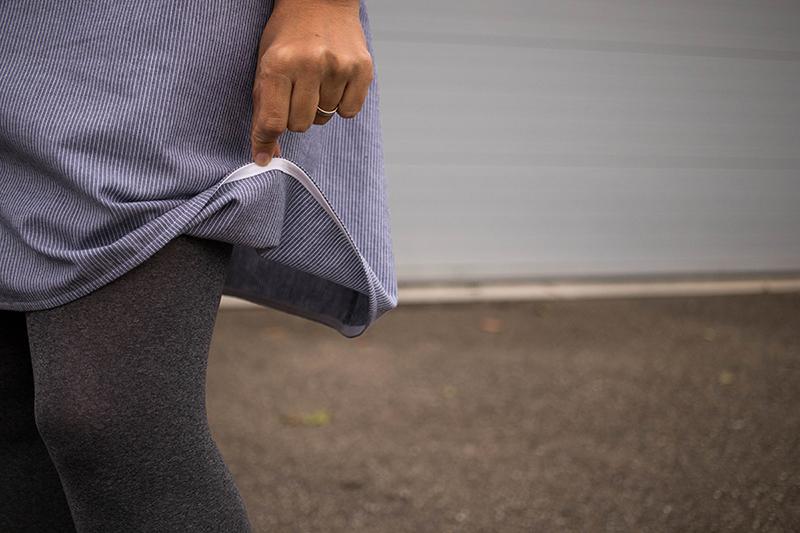 Couture: Détail sur les finitions avec un biais rapporté sur l'ourlet de jupe - Avril sur un fil