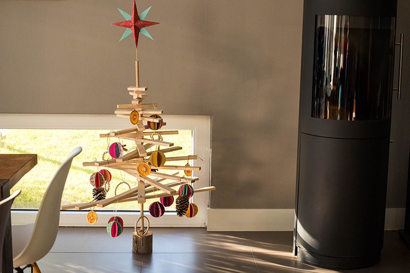 DIY : un sapin de Noël en bois à fabriquer - Avril sur un fil