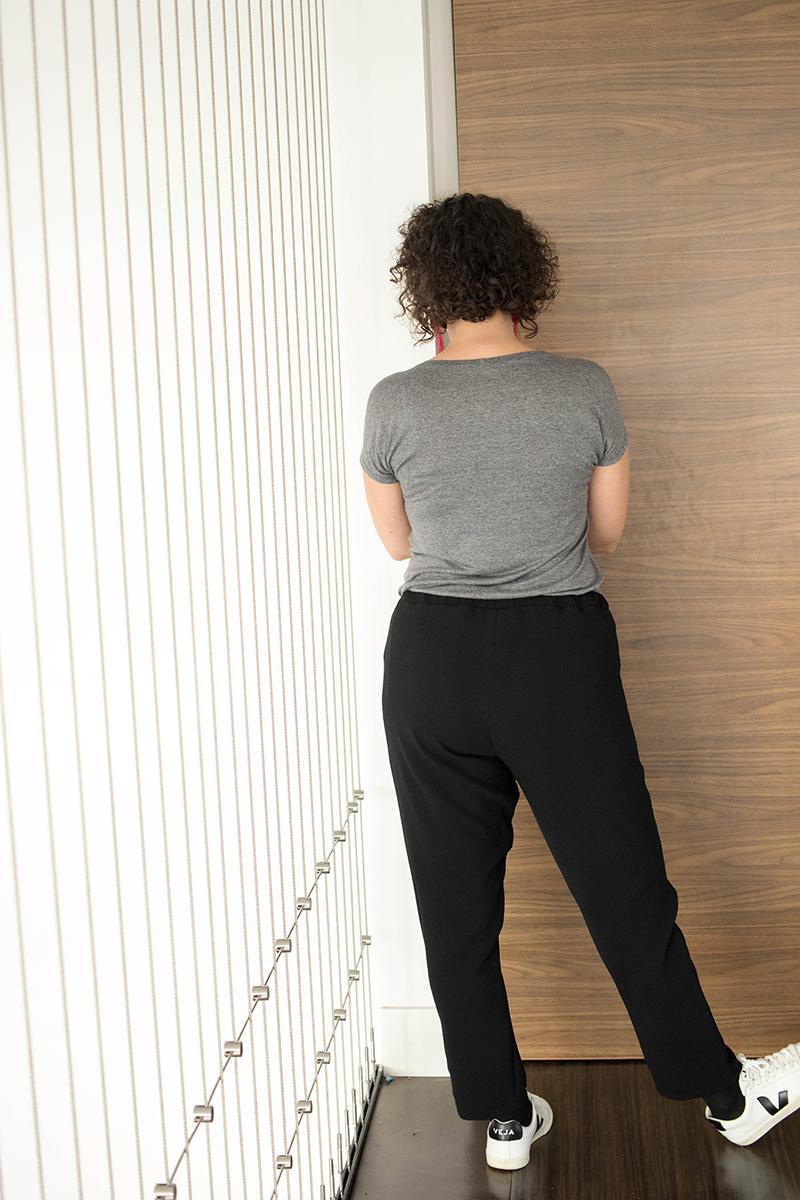 Mon pantalon cousu main vu de dos- avril sur un fil