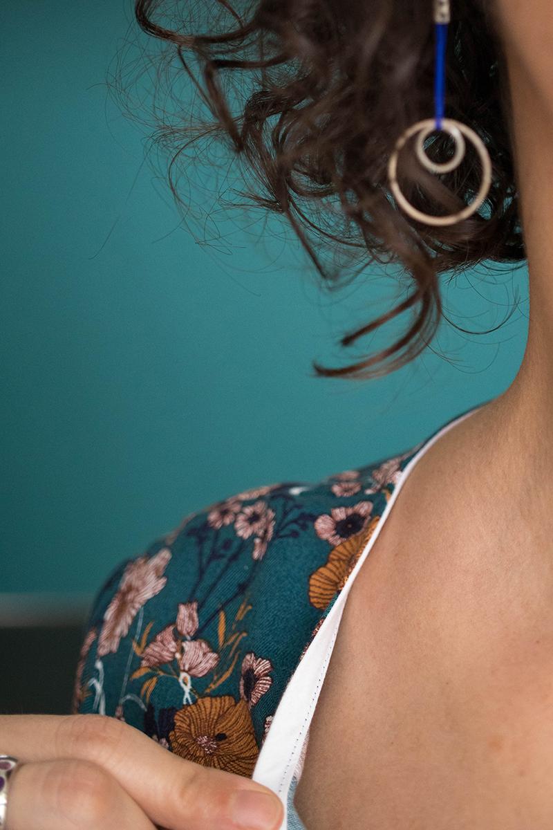 Couture : Biais d'encolure rapporté - Avril sur un fil