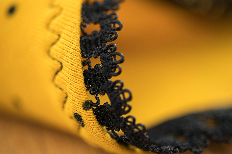 Détail de couture- Avril sur un dil