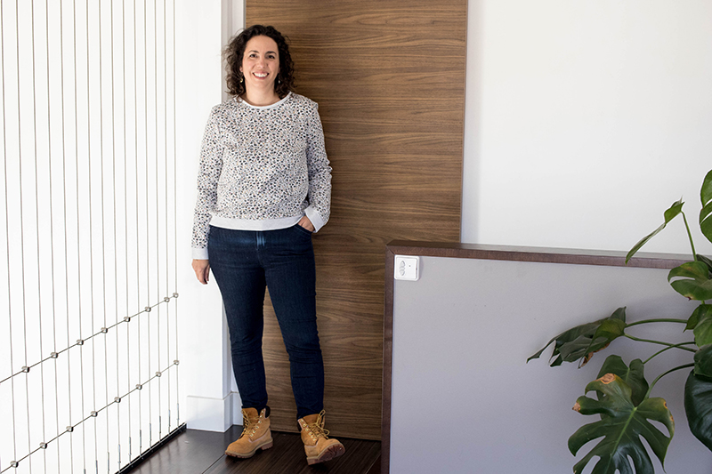 Look cousu main : jean safran et sweat courcelles - Avril sur un fil