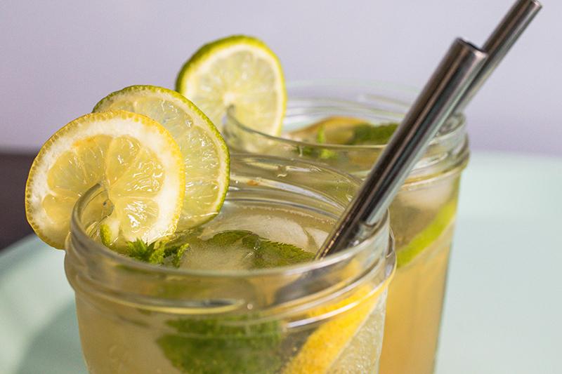 Réutilisation de pots en verre pour servir des cocktails- Avril sur un fil